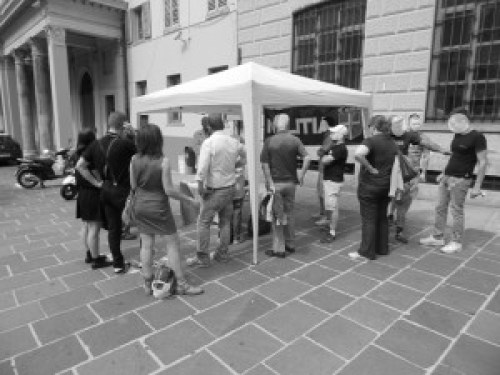 immagine da: http://www.militiacomo.org/joomla/articoli-generici/conferenza-all-aperto-esperimento-riuscito.html