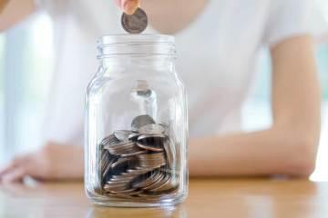 Como parar de gastar e guardar dinheiro