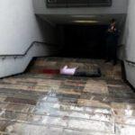 Brutal asesinato de un balazo en la cabeza por la espalda en la escalera del metro de Ciudad de México