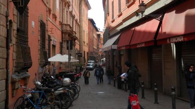 paseo-calles-de-bolonia-italia