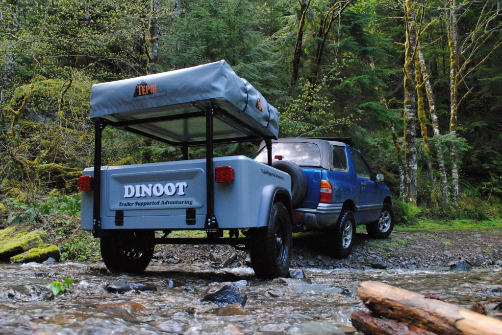 Compact Camping Garage Sale Jeep Trailer by Dinoot