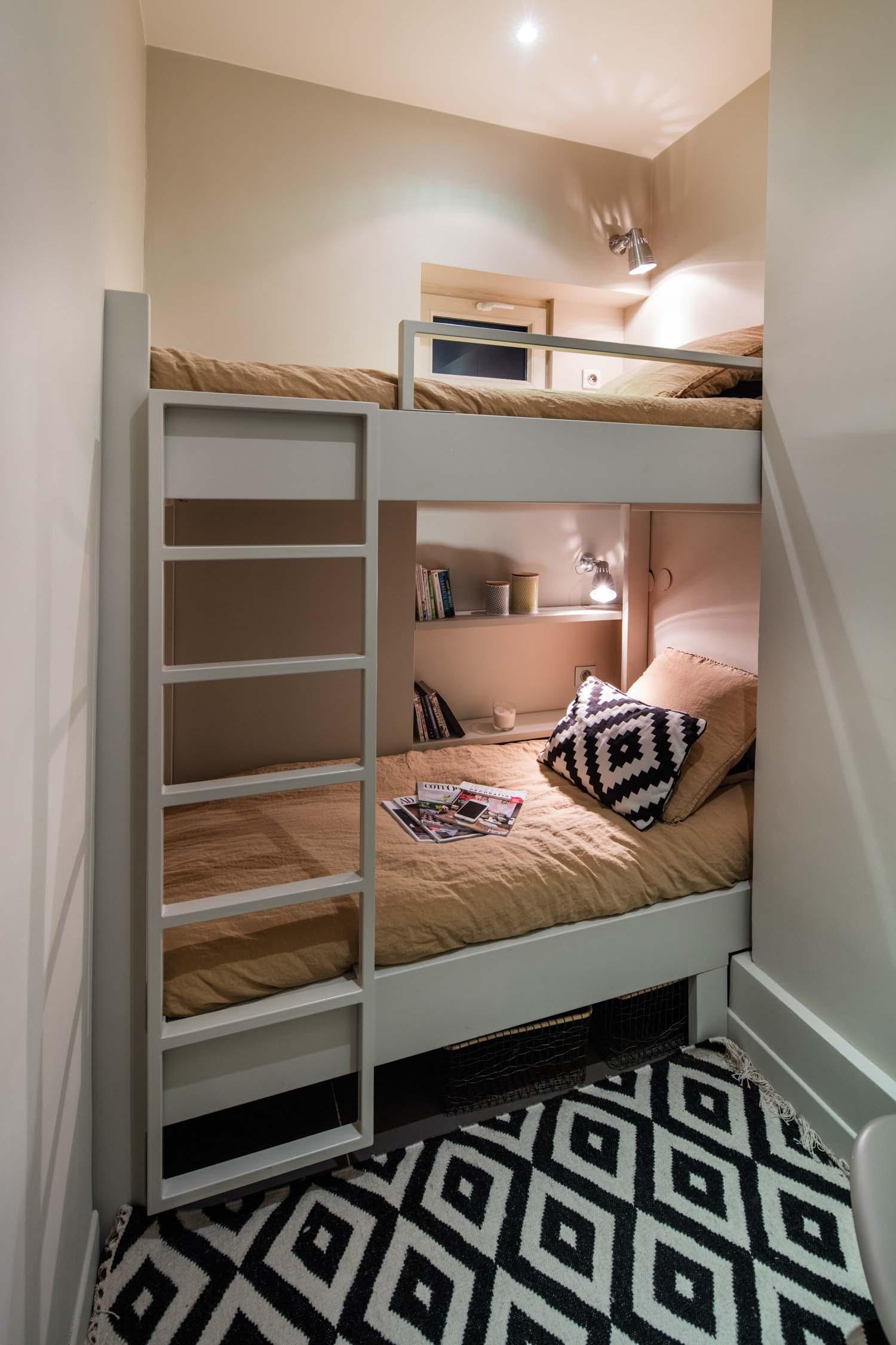une chambre sur mesure avec lits
