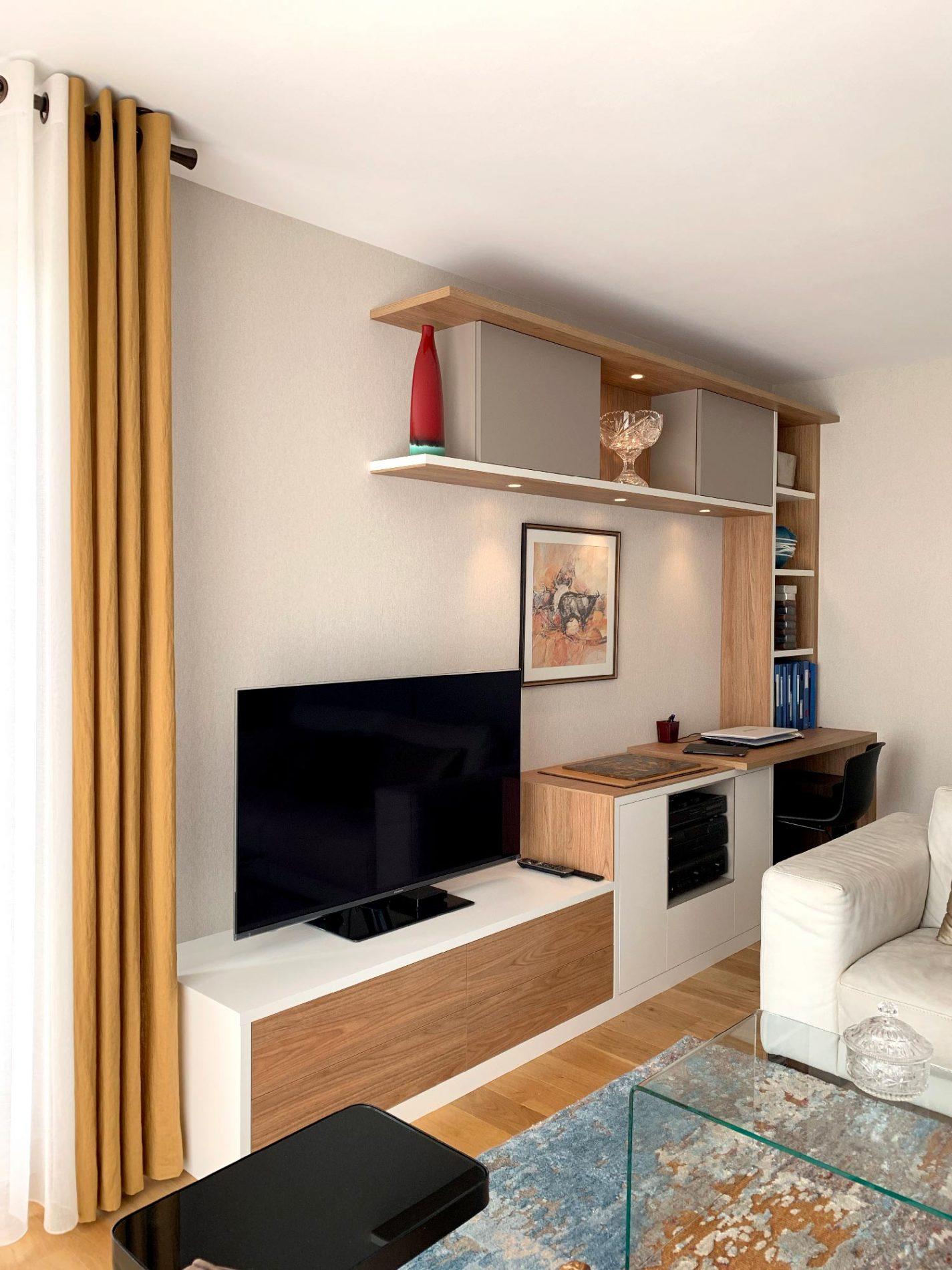 meuble tv aux etageres en bois clair