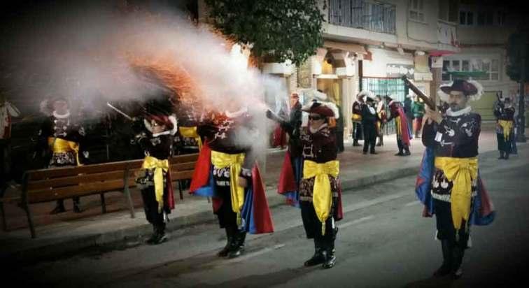 Juan-Azorin-Garcia-Comparsa-Garibaldinos-Fiestas-Moros-y-cristianos-Sax-1-1000-w