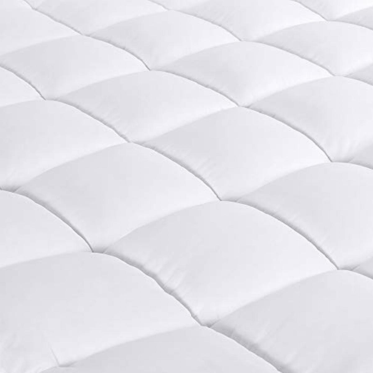 https www comparus co uk products d g the duck and goose co overfilled extra thick mattress topper king size gel fiber filled bed topper pillowtop mattress pad king 76x80x2 white block border construction 982009 htm