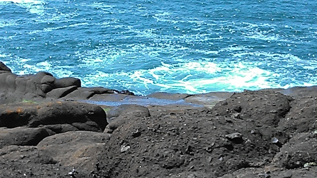 ocean with rocks 02