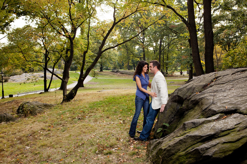 Couple dating in NYC Central Park