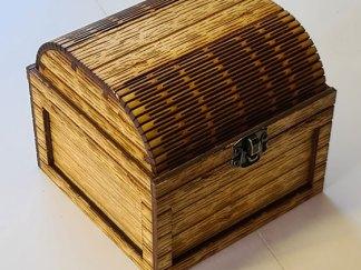 Small treasure chest front