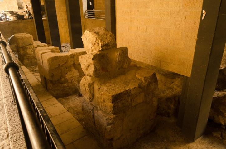 Vestigios arqueológicos de muros en Jerusalén.