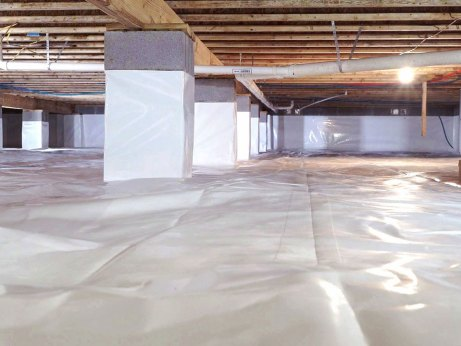 Encapsulated crawl space with pillars