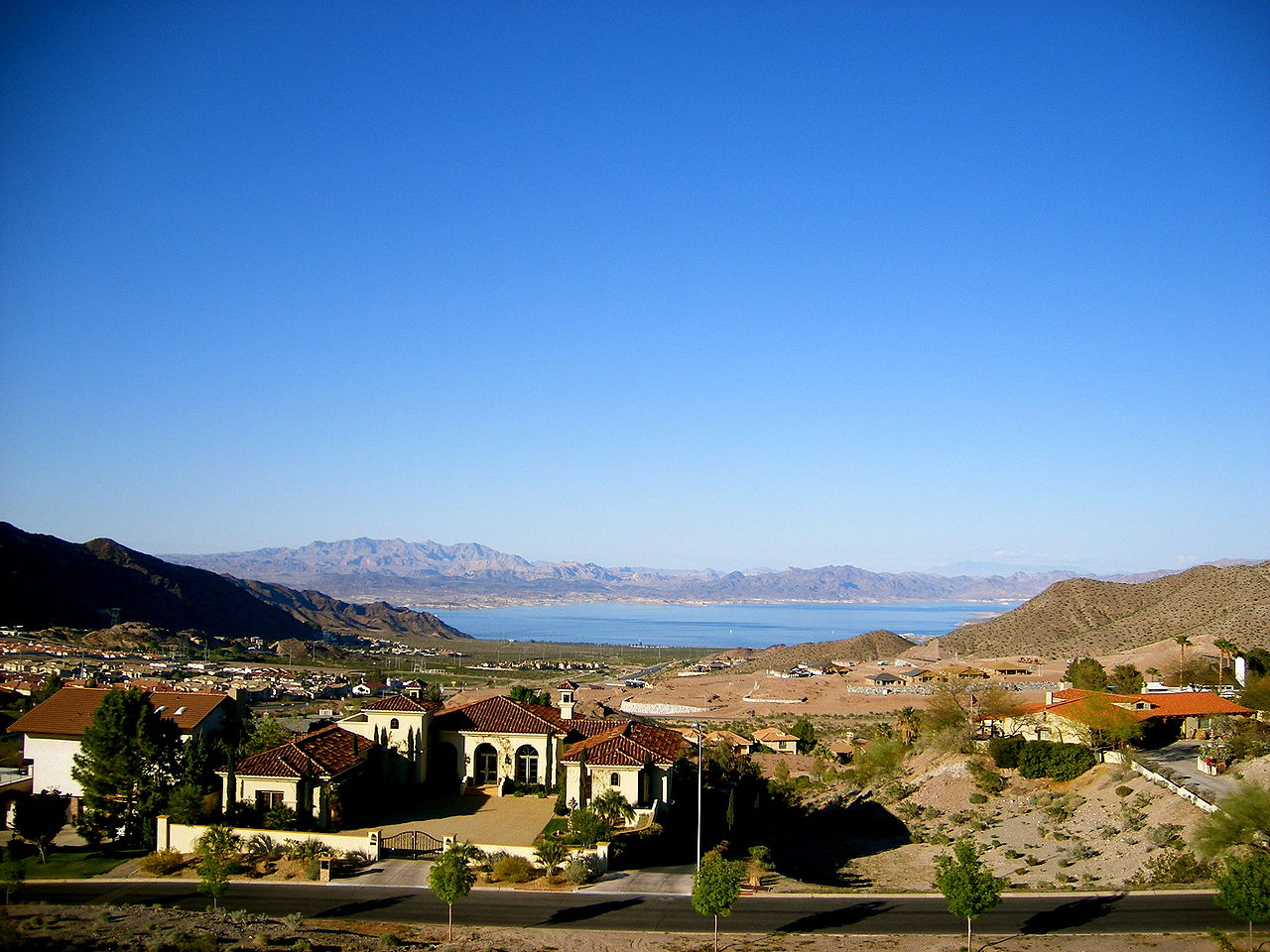 1280px-Boulder_City,_View_of_Lake_Mead