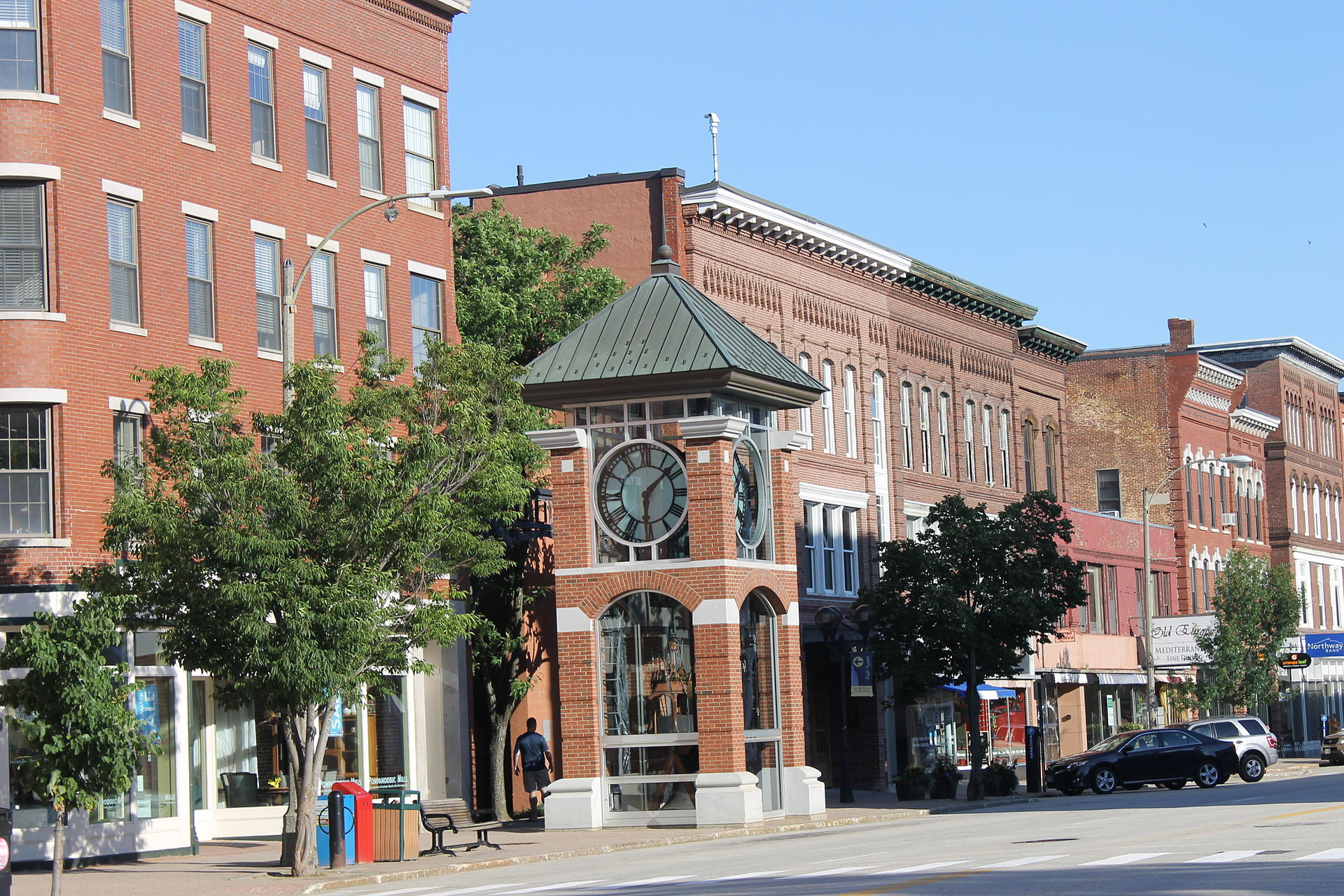Downtown_Concord,_NH,_near_the_state_capitol_IMG_2719