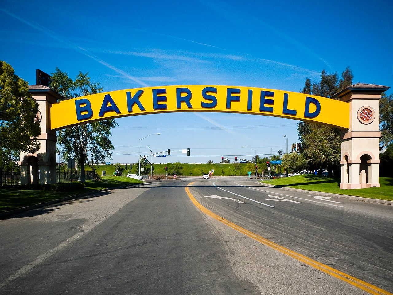 1280px-Bakersfield_CA_-_sign