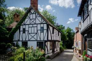 Listed Tudor cottage