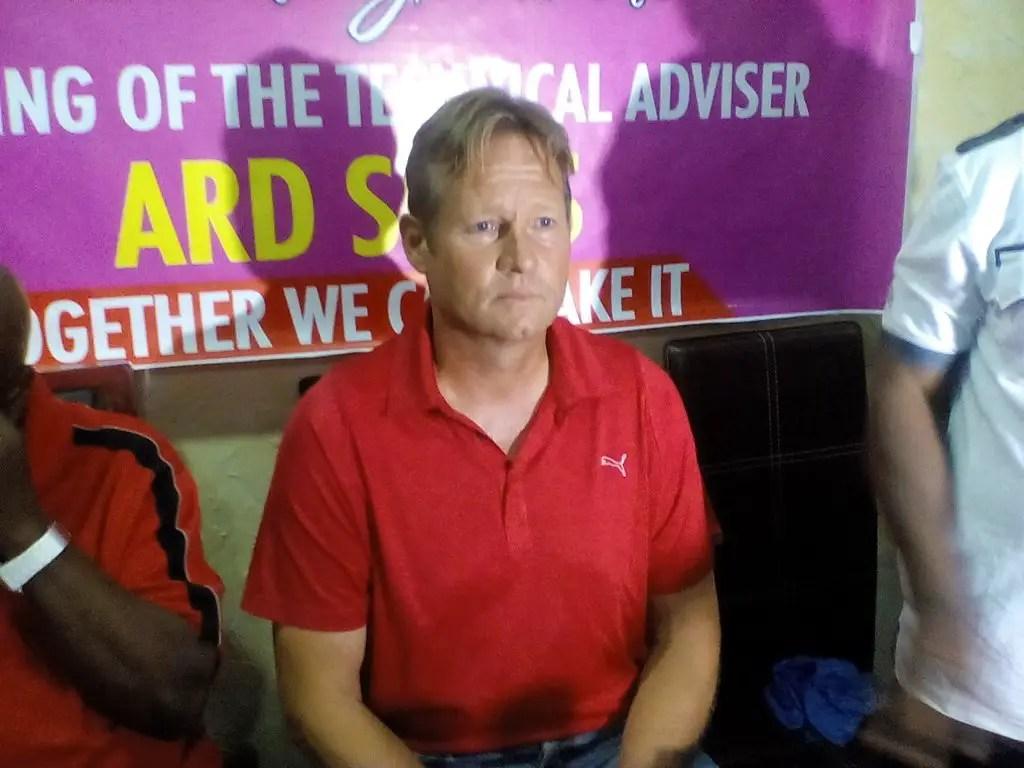 Warri Wolves Coach Sluis: Finidi, Kanu Attracted Me To Nigeria