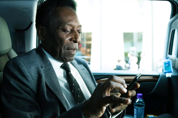 Pele In Hospital After Collapsing From 'Severe Exhaustion'