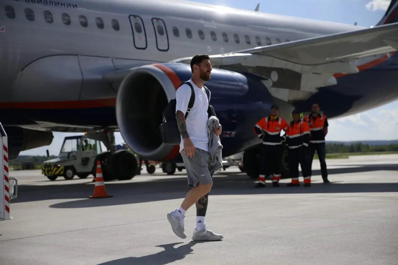 Messi-Led Argentina Land In Novgorod For Key Croatia Clash
