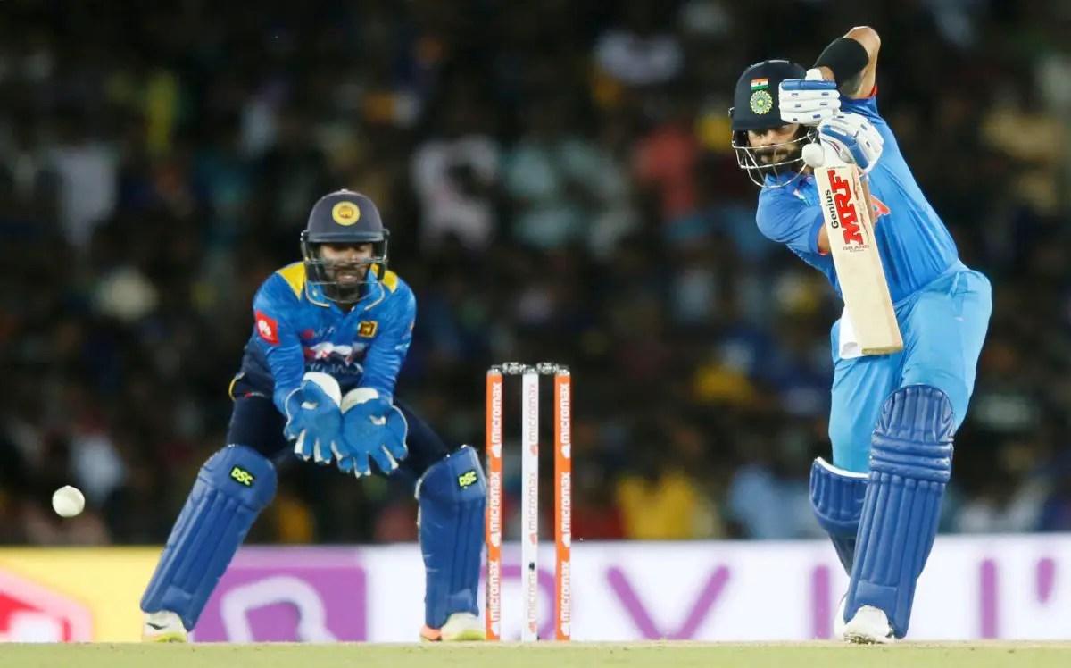 Kohli Shows Dhoni Support