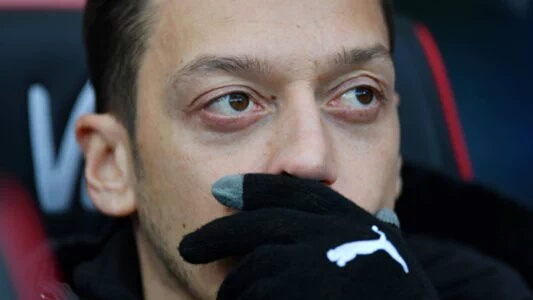 Emery Coy On Ozil ' s  Arsenal Future