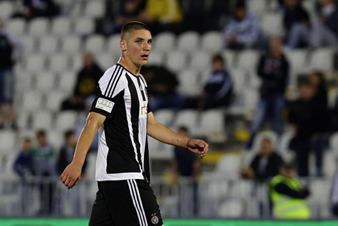 Milenkovic agent pushing for 50m United move