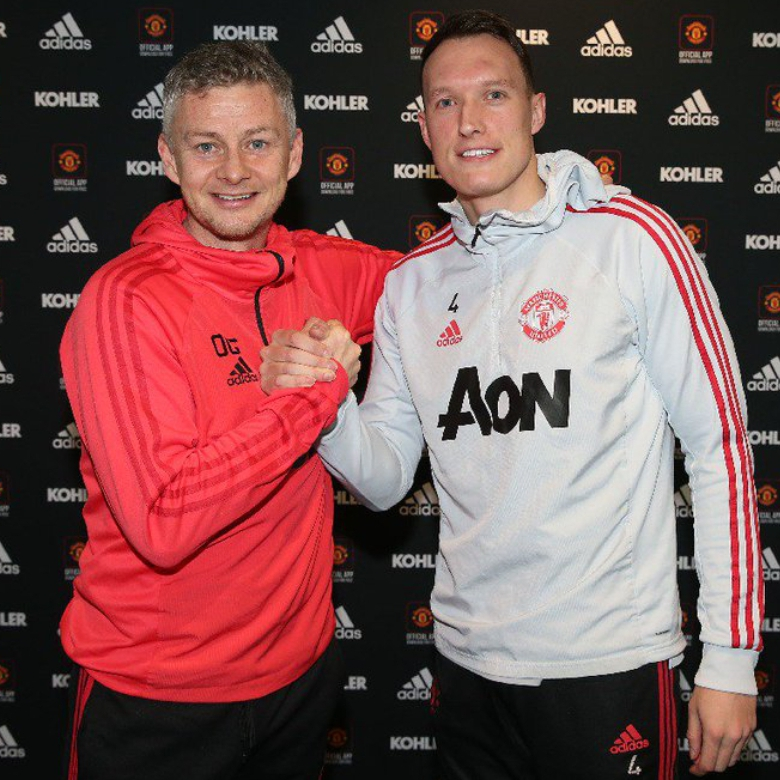Jones Extends Man United Deal Until 2023