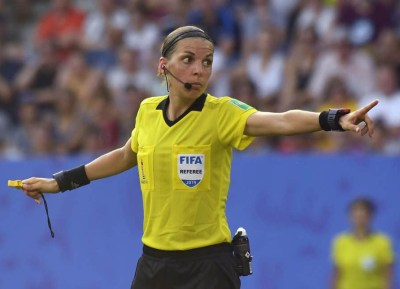 stephanie-frappart-referee-uefa-super-cup-liverpool-vs-chelsea-besiktas-park-istanbul