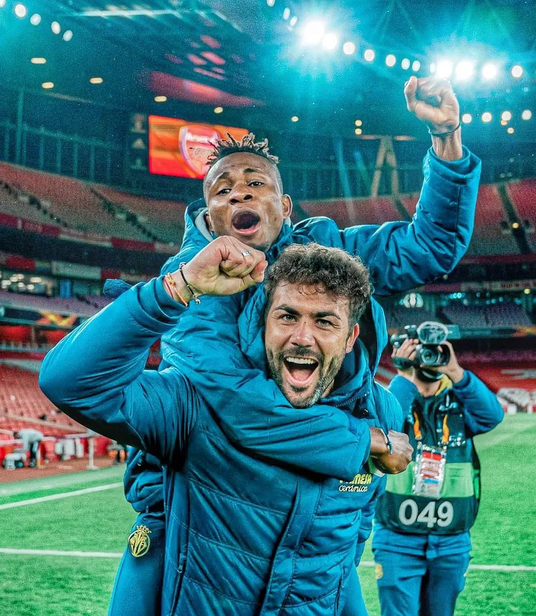 Snapshot : Injured Chukwueze Celebrates With Teammates After Villarreal Reach Europa League Final
