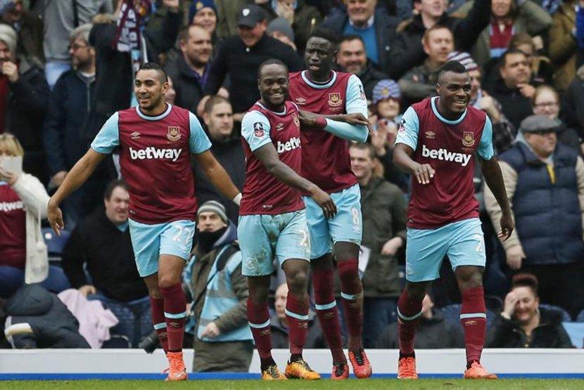 Emenike Bags Brace, Moses Scores As West Ham Hammer Blackburn