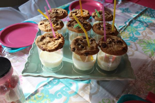 Individual Milk and Cookies Party Food