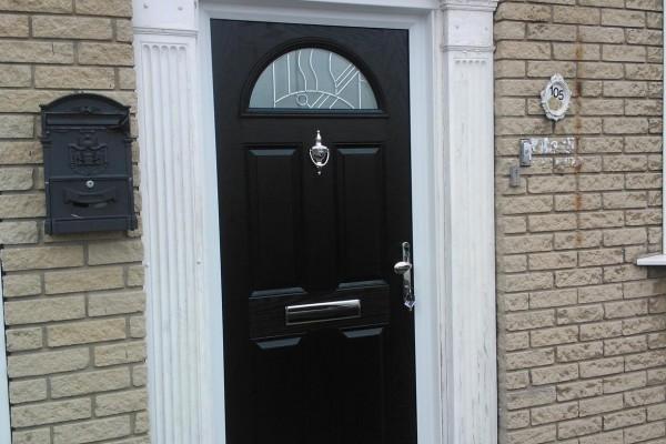 black-4-panel-1-arch-global-composite-door-3