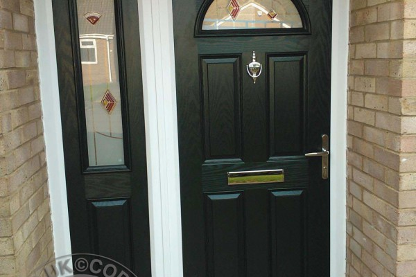 black-4-panel-1-arch-global-composite-door-with-sidepanel