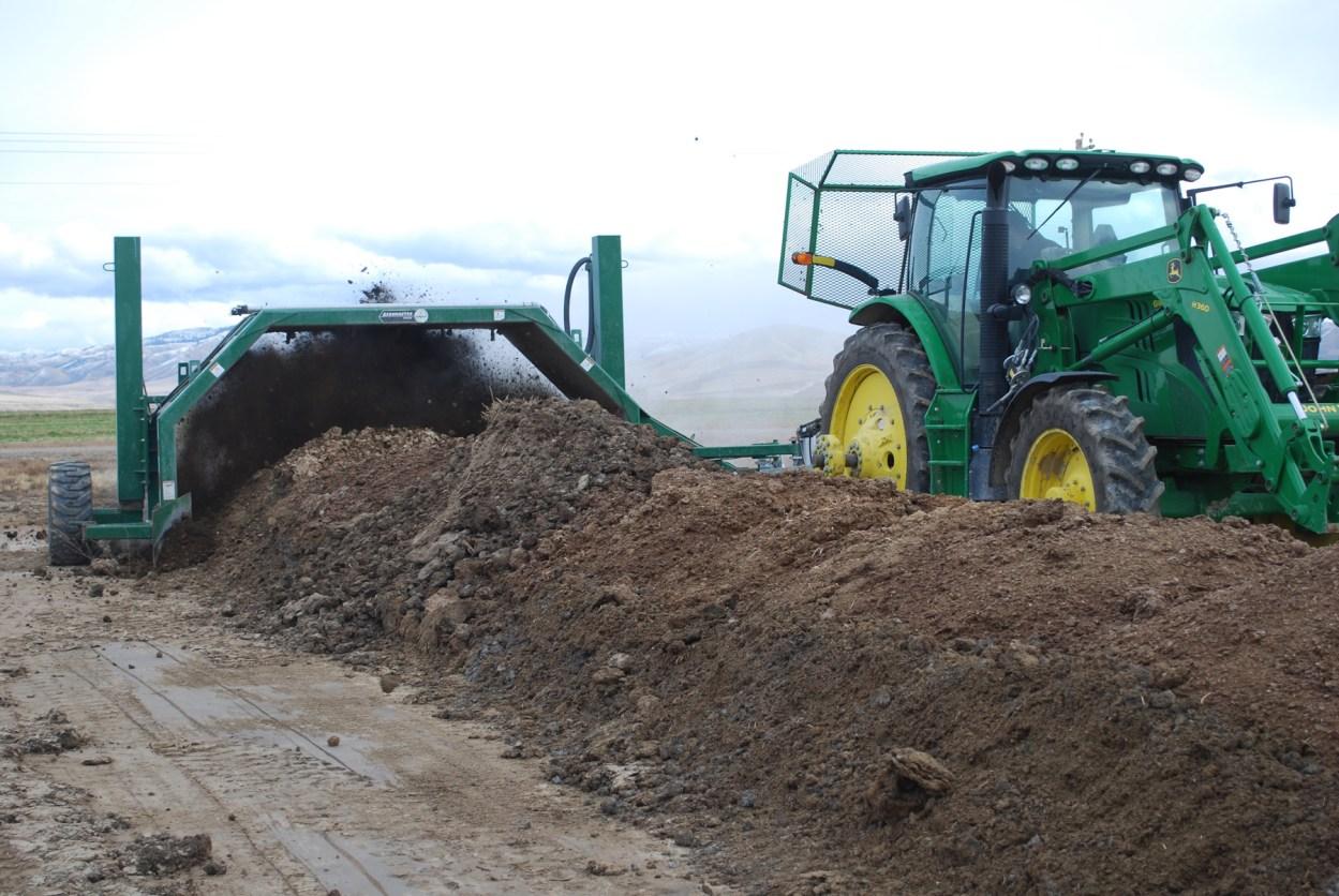 Máquina volteadora de compost