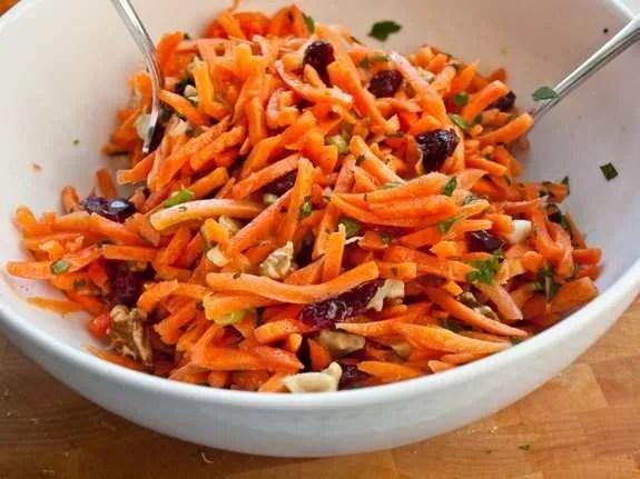 Cintas de zanahoria con salsa de kéfir