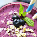 Smoothie con blueberries, plátano y avena