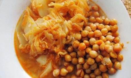 Garbanzos con repollo y salsa de kéfir