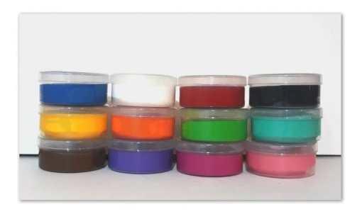 El maquillaje tiene un preparamiento orgánico lo que garantiza que no es toxico y a diferencia de otras marcas el nuestro posee un aroma a frutas que lo hace muy agradable para la gente. Super Kit Mate