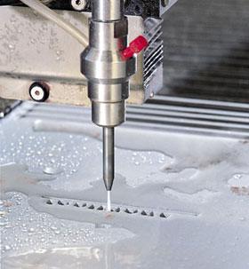 Makinate | Dettaglio del Taglio a getto d'acqua