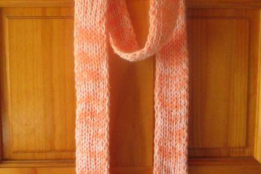Bufanda jaspeada blanco con anaranjado