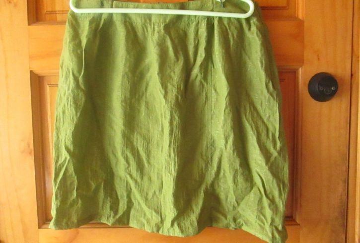 Falda verdecon bolsillos traseros
