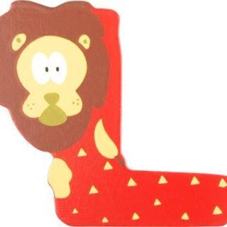 Lettre L en bois rouge motif grand lion 7cm