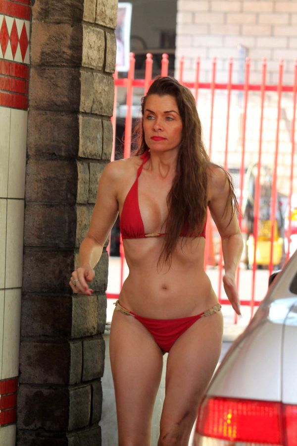 alicia-arden-in-bikini-at-car-wash-in-west-hollywood_1