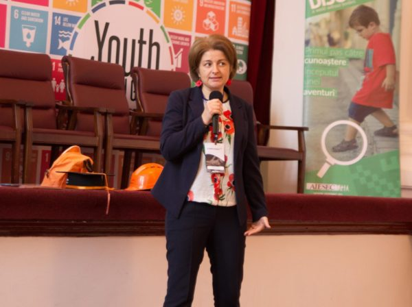 Computaris presentation for IT students at the YouthSpeak Forum in Galati