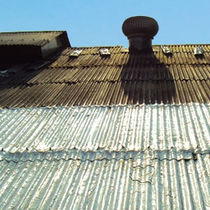 servicos-de-impermeabilizacao-telhado-calha