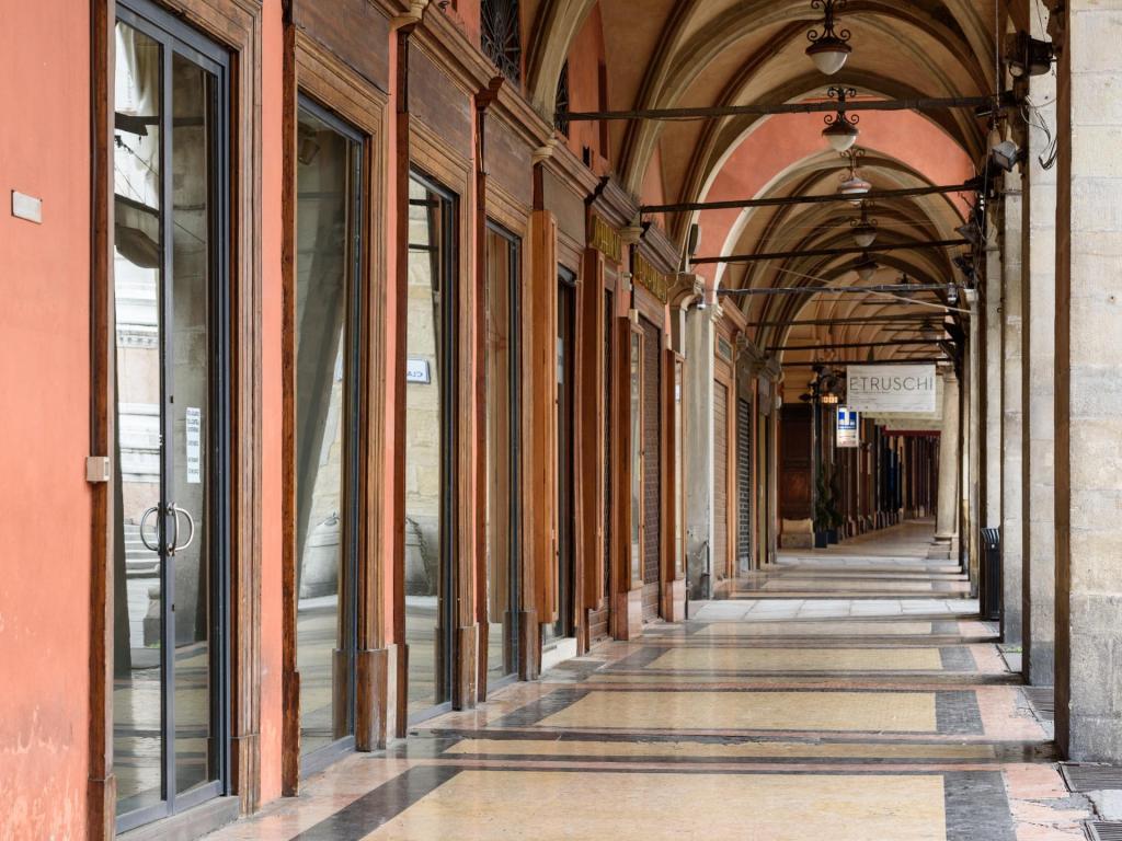 portici via Archiginnasio