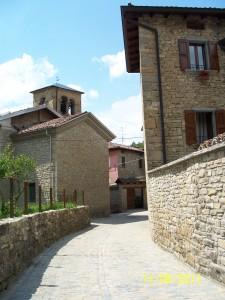 Scorcio del borgo dopo il rifacimento della pavimentazione