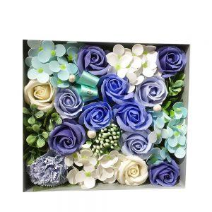 realizat din flori decorative