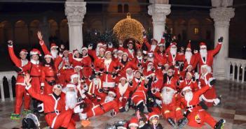 Udine, sfilata Babbi Natale sui roller - Natale 2015