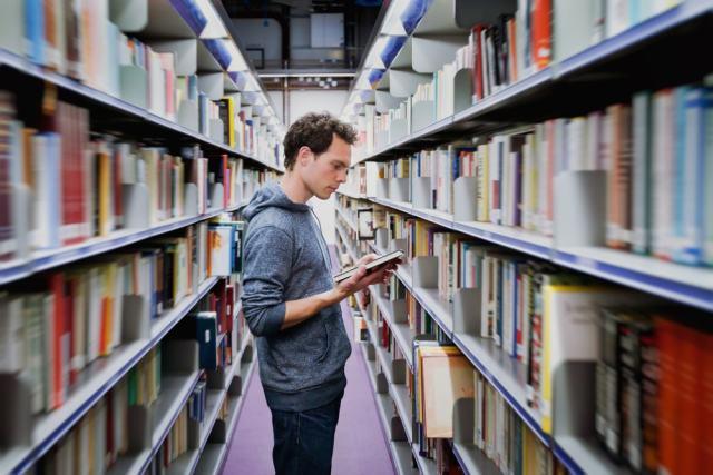 El catálogo de la biblioteca facilita el conocimiento y acceso a recursos informativos y culturales
