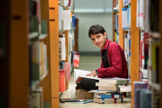 La biblioteca pública es requisito para la educación, la toma de decisiones y el progreso