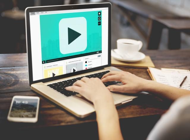 Las bibliotecas quieren entrar hasta la TV gracias al vídeo online por streaming